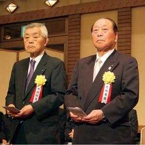 受彰者の蛭川和勇副会長(左)、菅野秀雄副会長